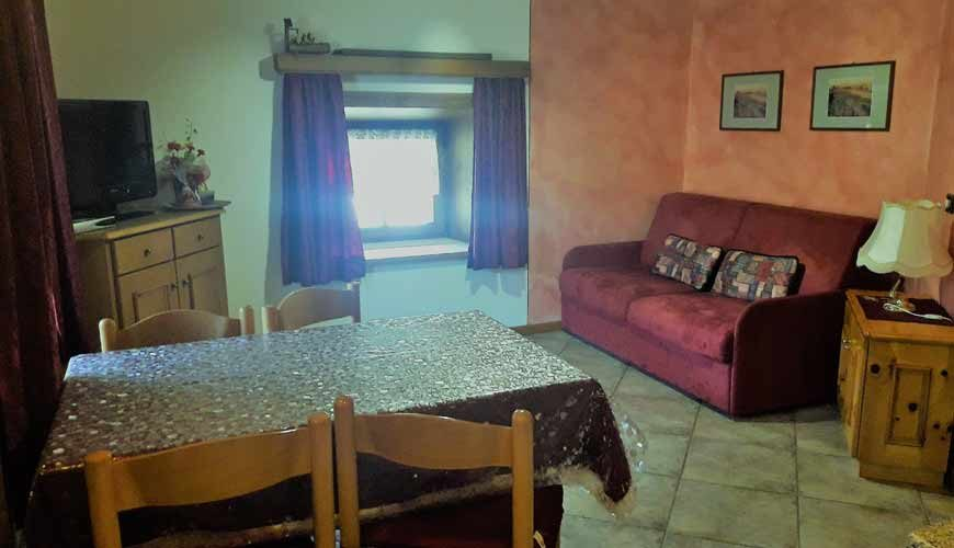 http://hotelsilvestri.it/baitdapizabela/wp-content/uploads/2017/07/baita-chalet-pizabela-livigno-mansarda-soggiorno-870x500.jpg